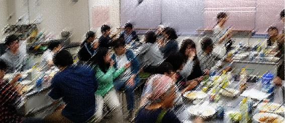 パルこども食堂の食事風景