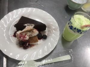 チョコケーキ、クリームソーダ